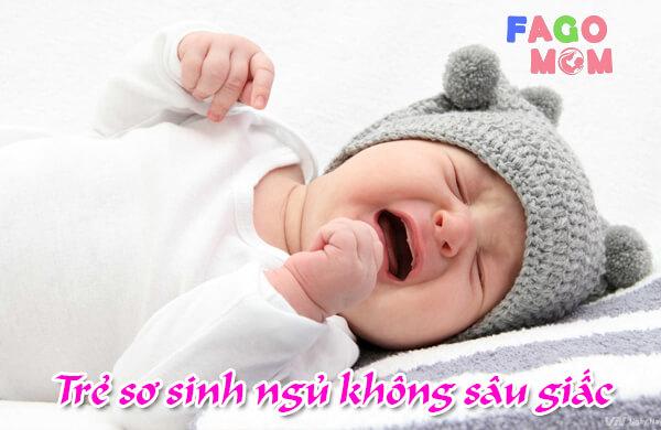 Trẻ sơ sinh ngủ không sâu giấc: Nguyên nhân và cách điều trị