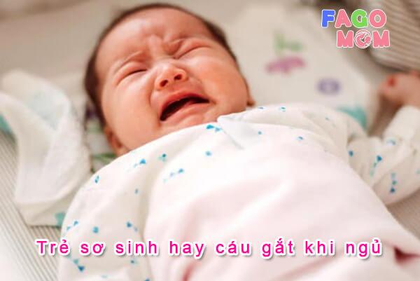 [Trẻ sơ sinh hay cáu gắt khi ngủ] Nguyên nhân và cách xử lý